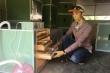 Nhà nông 'không chân đất' sáng chế ra máy ấp trứng tự động