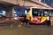 Hà Nội: Đi bộ sang đường, cụ bà bán hàng rong bị xe buýt cán chết