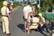 2 tài xế say xỉn đạp ngã xe chuyên dụng, đánh cảnh sát