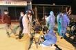 Trắng đêm vá xe, tiếp nước hỗ trợ người từ miền Nam về quê tránh dịch COVID-19