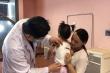 Bé gái 2 tuổi mang khối u khổng lồ trên lưng