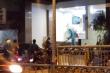 Phun thuốc khử trùng khách sạn đối diện Bệnh viện Chợ Rẫy lúc nửa đêm