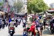 Ngày đầu 'cách ly toàn xã hội': Phố phường TP.HCM vẫn nhộn nhịp, chợ vẫn đông