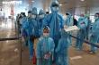 Ảnh: Người Đà Nẵng gặp khó do dịch bệnh lên máy bay rời TP.HCM về quê
