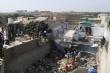 Video, ảnh: Hiện trường máy bay chở 107 người rơi vào nhà dân ở Pakistan