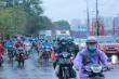 Ảnh: Bến xe vắng ngắt, dân ùn ùn rời Hà Nội về quê bằng xe máy