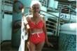 Cụ bà 90 tuổi vẫn tự tin diện bikini
