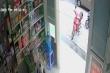 Clip: Xe máy dựng trước cửa hiệu thuốc bị trộm trong tích tắc
