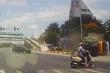 Xe tải vượt đèn đỏ đâm xe buýt lật ngang tại Hải Dương
