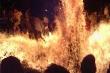 Mâu thuẫn, nghịch tử tưới 5 lít xăng lên người bố rồi châm lửa đốt