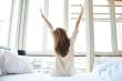 Tại sao chúng ta thường ngáp và vươn vai khi ngủ dậy?