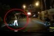 Clip CSGT TP.HCM đạp người đi xe máy ngã sấp mặt khiến dư luận bức xúc
