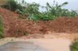 Hàng nghìn khối đất đá tràn xuống đường, vùng cao Quảng Nam sạt lở nặng