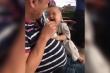 Cười ngất với biểu cảm đáng yêu của em bé khi nghe tiếng ống hút sữa