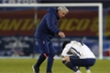 Tottenham bị loại, Mourinho đau đớn: 'Đá như mèo đuổi chuột'