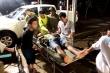 Tiếp cận được nơi 40 công nhân Rào Trăng 3 đang trú ẩn, đưa 5 người đi cấp cứu