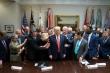 Sự thật bức ảnh ông Trump buồn bã khi thất bại trước ông Biden