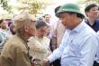 Ảnh: Thủ tướng thăm hỏi, động viên bà con vùng lũ