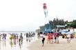 Biển Vũng Tàu chật kín khách trong kỳ nghỉ lễ, nhiều người e dè đeo khẩu trang