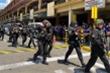 Hàng chục con tin bị bắt giữ trong trung tâm thương mại Philippines: Kẻ bắt cóc đòi đồ ăn, gặp truyền thông