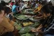 Người Hà Nội xuyên đêm làm bánh chưng ủng hộ đồng bào miền Trung chống lũ