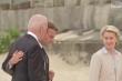 Video: Khoảnh khắc choàng vai thân mật giữa ông Joe Biden và ông Macron tại G7