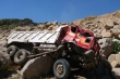 Sạt lở núi đá, xe ben rơi xuống vực, tài xế tử nạn trong ca bin