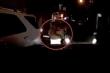 Chồng lái ô tô lấn làn gây tắc đường, vợ bế con tới cãi nhau với tài xế