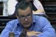 Hôn ngực bạn gái khi họp trực tuyến quốc hội, nghị sỹ phải từ chức