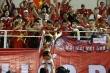 Viettel vô địch V-League, trao Cup vàng nặng 10kg cho CĐV cùng ăn mừng