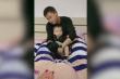 Clip: Ông bố ngủ gật mặc đồ cho con và cái kết không nhịn nổi cười