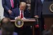 Tổng thống Trump ký dự luật, chính phủ Mỹ thoát cảnh đóng cửa trong gang tấc