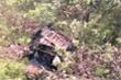 Taxi lao xuống vực sâu ở Hòa Bình, 4 người thương vong