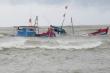 Lốc xoáy quật chìm tàu cá, 31 ngư dân Quảng Nam rơi xuống biển