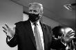 Ông Trump lần đầu khoe ảnh đeo khẩu trang nơi công cộng