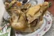 Sai lầm khi luộc gà khiến da nứt, thịt khô