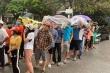 Người hâm mộ đội mưa chờ mua vé trận Thanh Hóa - HAGL