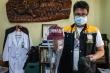 Nhân viên y tế Philippines mặc đồ tự chế, mũ thợ xây thay bảo hộ ngừa Covid-19