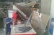 Sập trần cửa hàng xe máy, hàng loạt xe bị hư hỏng