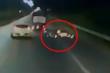 Nghi vấn xe tải cố tình đâm xe máy ngã ra đường rồi bỏ chạy ở Bắc Ninh