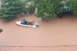 Video: Mưa trắng trời, người Hà Tĩnh 'kêu cứu' trong biển nước