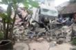 Xe tải đâm sập 3 nhà dân, nhiều người đang ngủ thoát chết kỳ diệu
