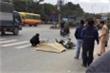 Xe máy va chạm xe khách, người đàn ông bị cán chết trên phố Hà Nội