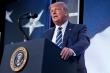 Rộ tin đồn sức khỏe Tổng thống Trump sau video ông suýt ngã