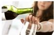 Từ chối uống rượu, tôi bị khách của sếp bỉ bôi: 'Em nhạt thế'