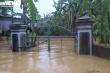 'Rốn lũ' Nghệ An ngập sâu gần 3m, chính quyền huy động cano đến cứu trợ dân