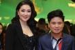 Hoa hậu Nguyễn Thị Huyền tình tứ khoác tay ca sĩ Tấn Minh trên thảm đỏ