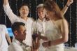 Hậu vệ HAGL cầu hôn bạn gái trong đám cưới Công Phượng