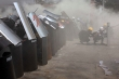 Lực lượng an ninh Myanmar dùng hơi cay, lựu đạn gây choáng giải tán biểu tình