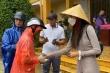 Thủy Tiên dừng phát tiền cứu trợ vì thấy dân đeo vàng: Chính quyền xã lý giải
